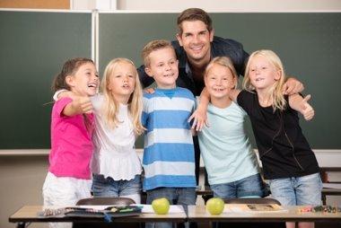 Lehrer mit Schülern