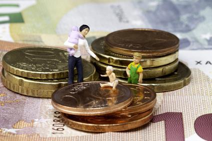 Miniaturmenschen auf Geldmünzen