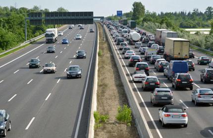 Autos kurz vor einer Ländergrenze