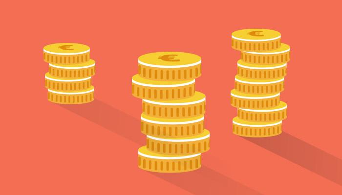 Drei Stapel Geldmünzen