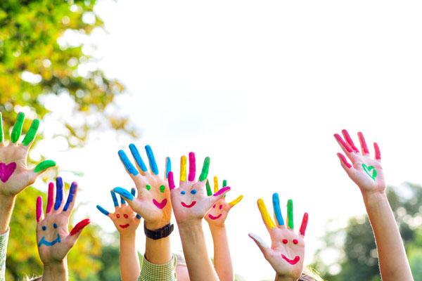 Fingerfarben, Familie und Kinder