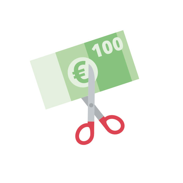 Beitragsrückerstattung - Schere zerschneidet Geldschein