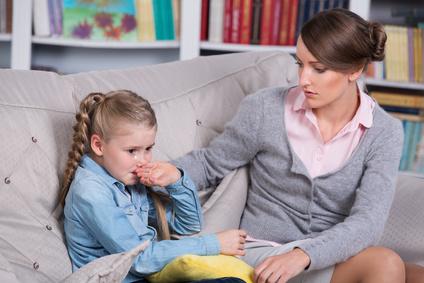 Mädchen mit einer Psychologin