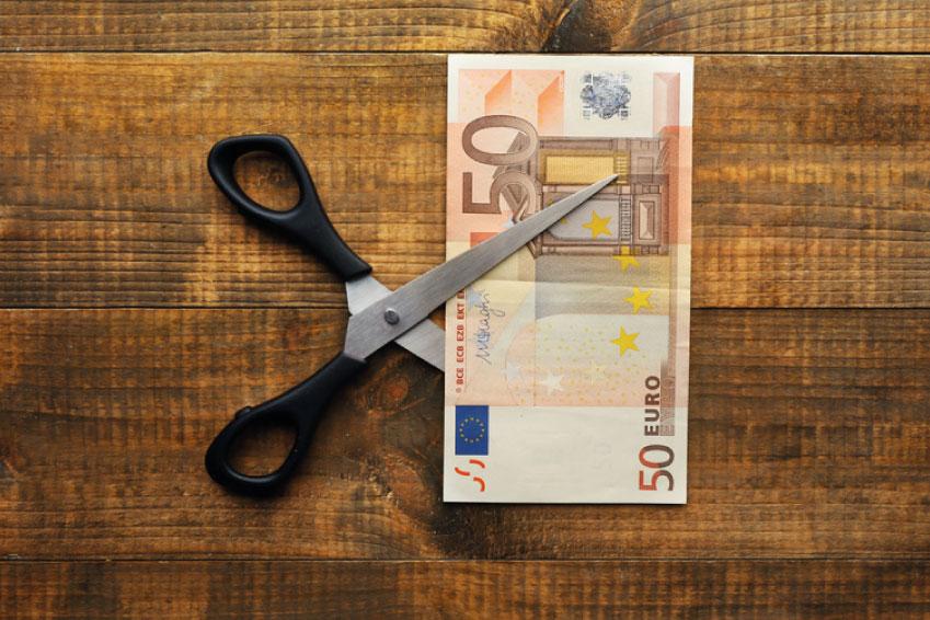 Versorgungsabschlag, zerschnittener Geldschein